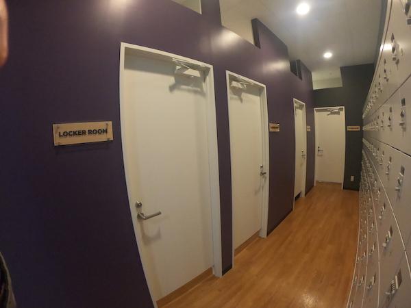 3部屋並んでいる更衣室