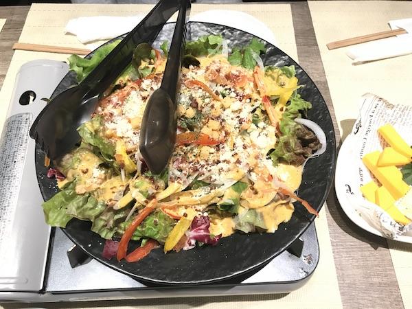 「ごっつぉ長岡店」のチーズたっぷりシーザーサラダ