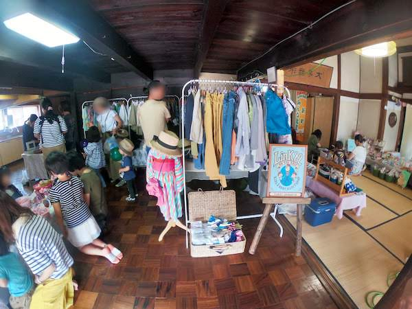 子供服もたくさん販売されています。